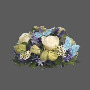 Rouwstuk witte bloemen + vlinder blauw ( P10 )